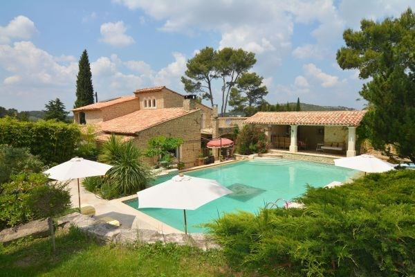 Beautiful family residence in an old mas, located close to lovely Provence villages such as Saint Rémy de Provence...