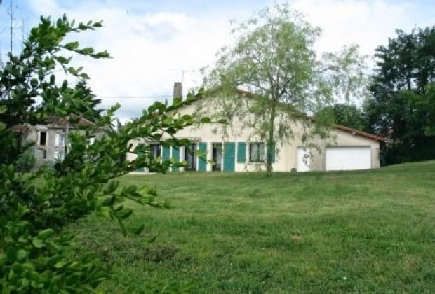 Location vacances Beaulieu-sur-Sonnette -  Gite - 6 personnes -  - Photo N° 1