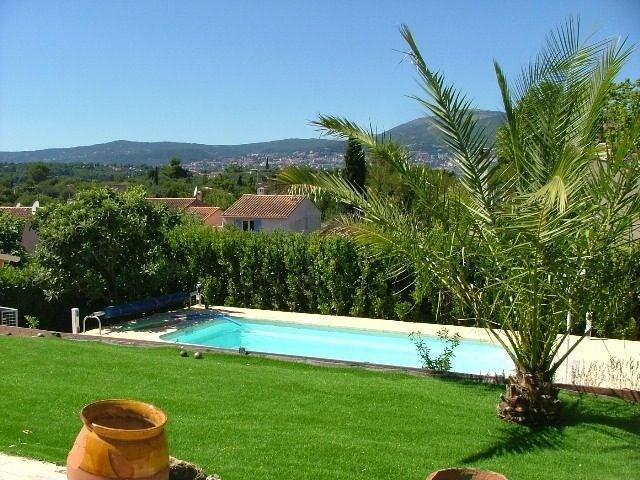 Le Mas du « Carpe Diem » est une maison de vacances spacieuse orientée vers le sud, avec vue exceptionnelle sur les A...