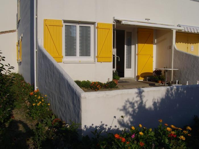 Location vacances Saint-Hilaire-de-Riez -  Appartement - 6 personnes - Salon de jardin - Photo N° 1