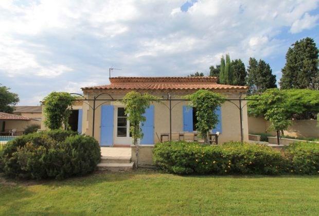 Mazet des abricotiers est une villa de 120 m² indépendante à étage, en campagne avec un Jardin de 1000 m² clôturé...