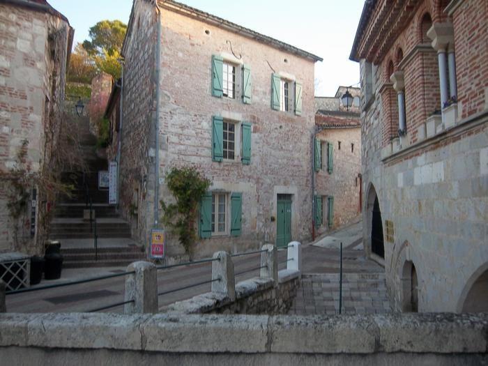 GITE DU PENNOIS au cœur historique du bourg médiéval...