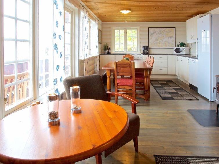 Studio pour 6 personnes à Midsund