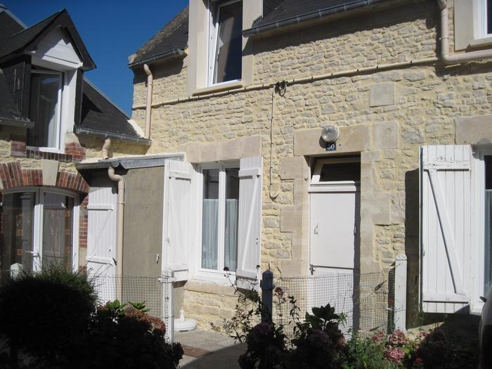 Location vacances Port-en-Bessin-Huppain -  Appartement - 4 personnes - Salon de jardin - Photo N° 1