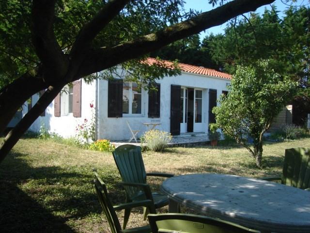maison de campagne sur grand jardin arboré, à 2km bord de mer, 4/6 personnes, tout confort.