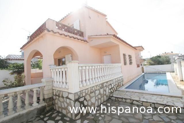 Villa 10 personnes à Escala, maison pisci