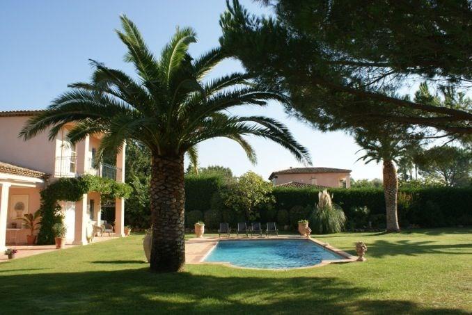 L'Amandière est une maison de vacances absolument fabuleuse et de grand luxe située dans le superbe domaine de golf d...
