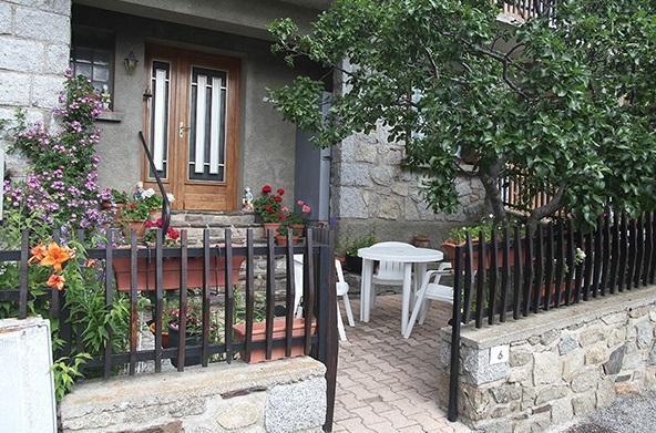 Location vacances Égat -  Appartement - 4 personnes - Salon de jardin - Photo N° 1