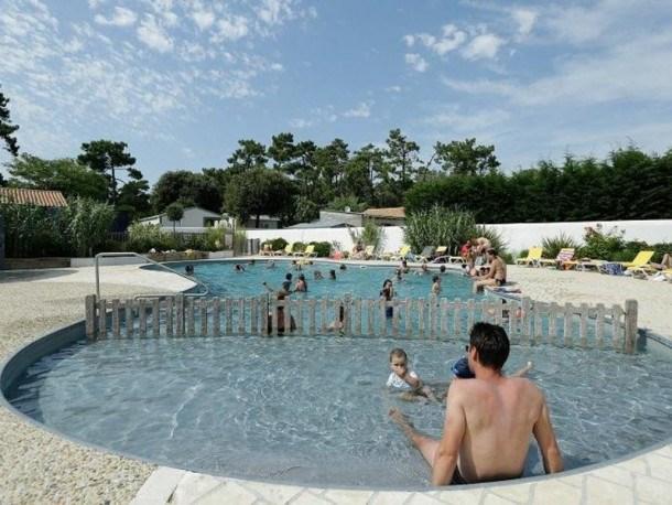 Location vacances Saint-Trojan-les-Bains -  Maison - 6 personnes - Salon de jardin - Photo N° 1