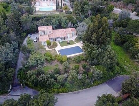 Villa avec piscine - Villa provençale avec piscine (10 x 5) et vue mer, dans un environnement calme et résidentiel.