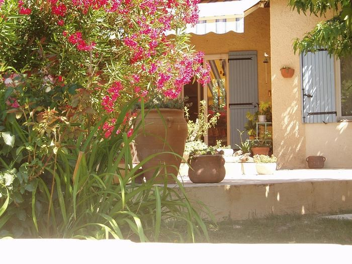 Holiday rentals Le Thor - House - 5 persons - BBQ - Photo N° 1