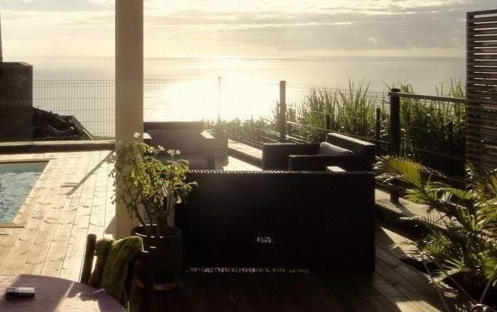 Terrasse piscine avec vue mer