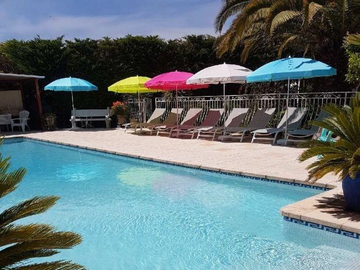 Maison de caractère avec piscine 14x6.50 m (8 personnes maximum) grande plage avec bain de soleil...