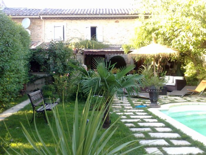 Location vacances Robion -  Maison - 4 personnes - Barbecue - Photo N° 1