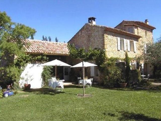 Bienvenue dans « La Maison Riz Macarons ». Réveillez-vous à Beaumes de Venise (Vaucluse - Provence-Alpes-Côte d'Azur)...