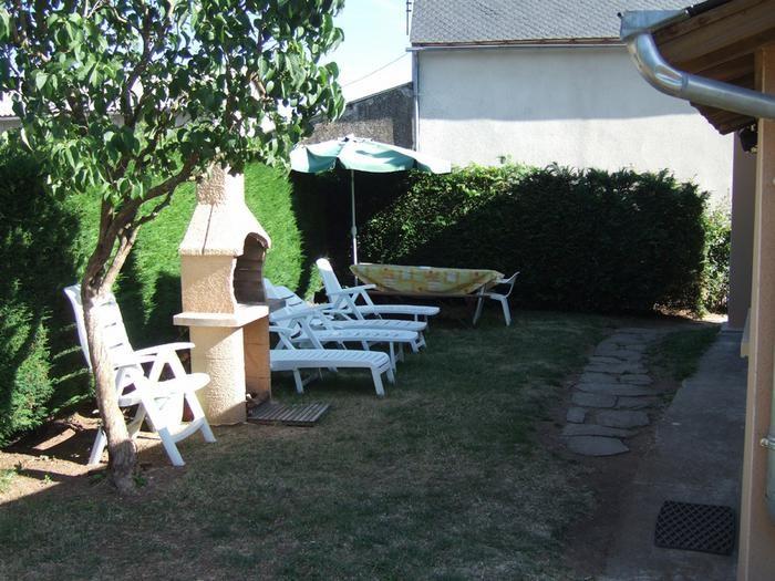 jardin à l'arrière de la maison