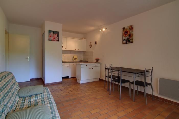 Location vacances Saint-Cyr-sur-Mer -  Appartement - 4 personnes - Salon de jardin - Photo N° 1