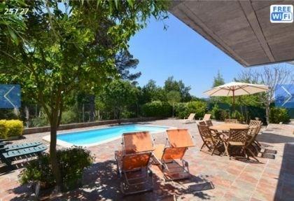 Agréable villa indépendante pour 8 personnes, avec piscine privée.