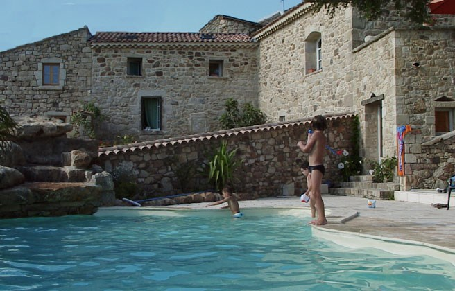 En Ardèche méridionale, demeure de Charme avec piscine privée idéale pour groupe.