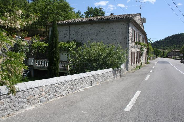Location vacances Alba-la-Romaine -  Appartement - 6 personnes - Salon de jardin - Photo N° 1