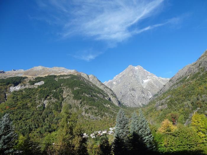 vue du balcon sur le Mont Pelvoux