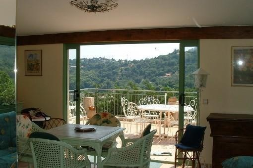 Vue intérieur vers terrasse