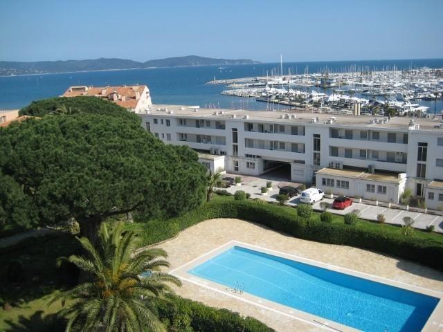 Location vacances Cavalaire-sur-Mer -  Appartement - 6 personnes - Salon de jardin - Photo N° 1