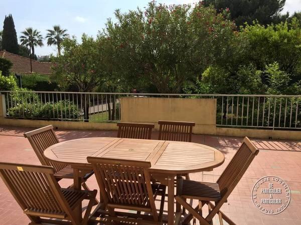 Spacieux appartement f2 de 60 m² + 60m2 de terrasse situé au coeur de juan les pins