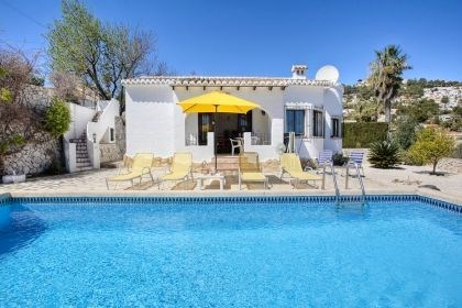Villa AA02 - Agréable villa de vacances pour 6 personnes située à Moraira, bien équipée, et profi...