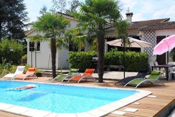 Villa 8 personnes avec piscine 8x4 dans un grand jardin