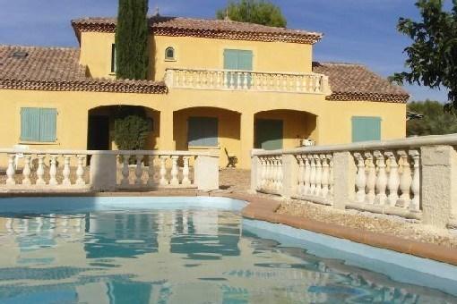 Villa de provence avec piscine et un terrain de 2000 m²