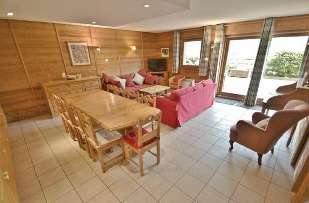 Appartement grande terrasse, centre village, face aux pistes, 4 chambres pour 9 personnes  !