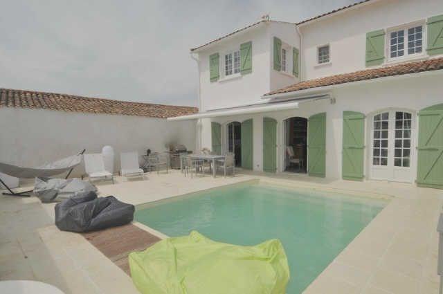 Villa avec piscine 10 personnes.