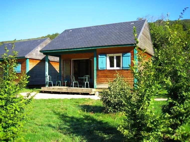 Votre séjour dans le Cantal au cœur des grands espaces d'Auvergne ... Charmant village blotti dans le cadre verdoyant...