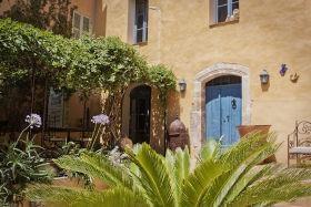Location vacances Besse-sur-Issole -  Chambre d'hôtes - 11 personnes - Salon de jardin - Photo N° 1