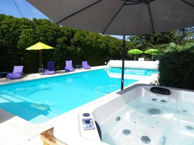 Charme-du 18e-classée 4*-tout confort-piscine privée chauffée et spa-boulodrome-parc éclairé-salle fitness-vue-isolée...