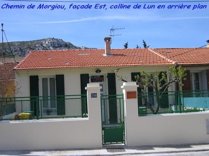 chemin de Morgiou, façade Est, colline de Lun en arrère plan