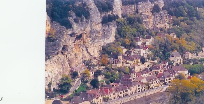 village de la roque gageac au bord de la DORDOGNE
