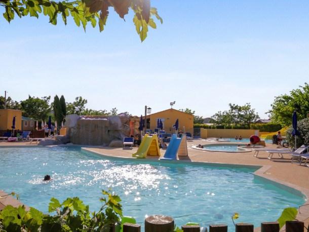 Location vacances Courthézon -  Maison - 5 personnes - Salon de jardin - Photo N° 1