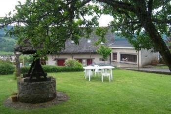Gite Aux Parasols Polminhac  12 pers  ses Château de Pesteils ,Vixouze, pres d Aurillac, Vic /cer...