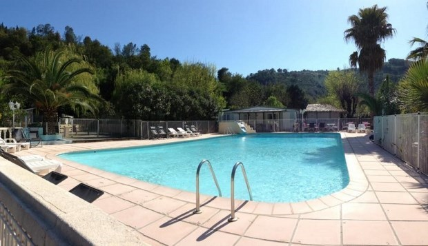 Hébergement 4 personnes, 2 chambres, Camping avec piscine - Auribeau sur Siagne