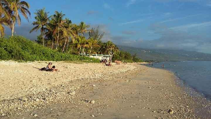 Maisonnette de style créole, 4/5 personnes, proche lagon à pieds, tout confort, jardin clos