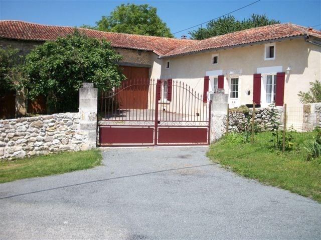 Maison en pierre dans village calme - Saint-Just