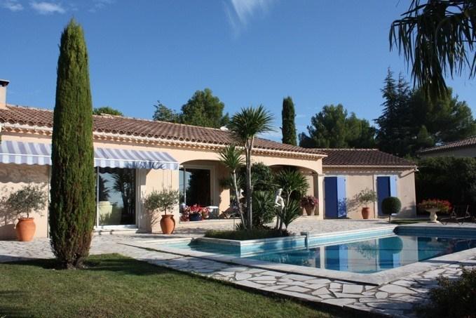 Vladia est une ravissante maison de vacances, située au calme dans un quartier résidentiel de Caumont (Vaucluse - Pro...