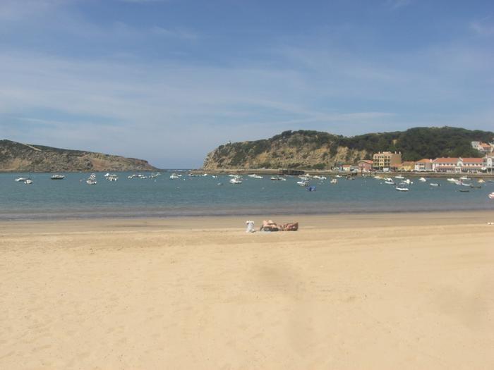 plage de Sao Martinho do Porto à 50 mètres de l'appartement