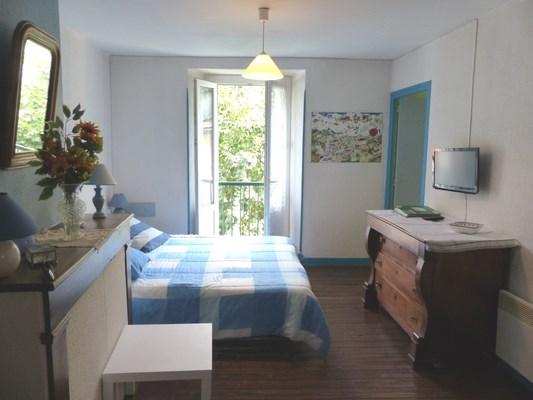 Appartement (1 pièce) de 35 m² dans une maison en centre ville, situé au deuxième étage, sans maison en vis à vis et ...