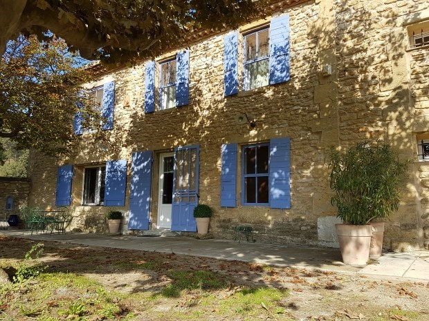 Farmhouse in countryside of Provence - Cornillon Confoux