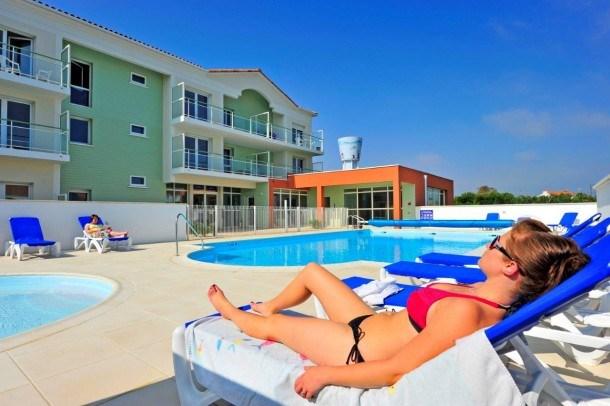 Location vacances Saint-Gilles-Croix-de-Vie -  Appartement - 6 personnes - Salon de jardin - Photo N° 1