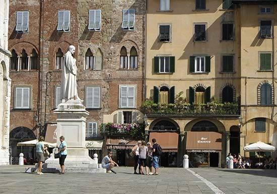 Vente  300m² Lucca