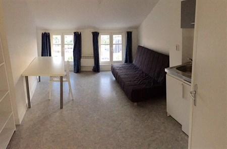 location studio angoul me 275 mois appartement f1 t1. Black Bedroom Furniture Sets. Home Design Ideas